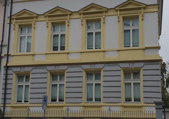Der neue Fassadenanstrich in der Seitenansicht