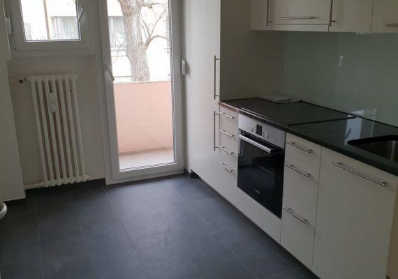 Reduziert und modern: die neu gestaltete Küche nach dem Umbau