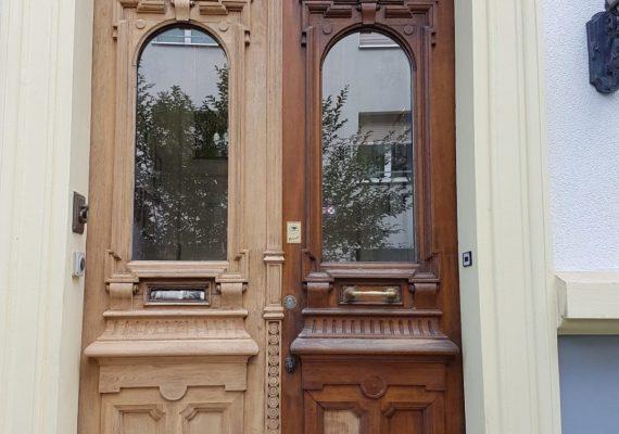 Die Eingangstür während der Renovierungsarbeiten